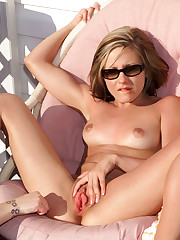 Nadia Taylor Gets Her Pussy Lips Pulled - 9/18/2007