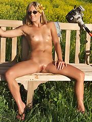 Courtney Simpson Has Fun in the Sun - 12/15/2006