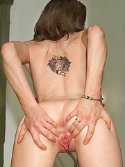 Krysta Rips Her Pantyhose - 10/9/2007