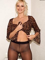 Jana Cova Rips off Her Pantyhose - 3/31/2006
