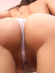 Lara Flexes her Strong Pussy Muscles Till Orgasm