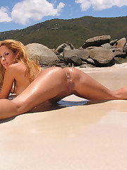 Stunning tanned slut exposes her shaved pussy close up at the beach